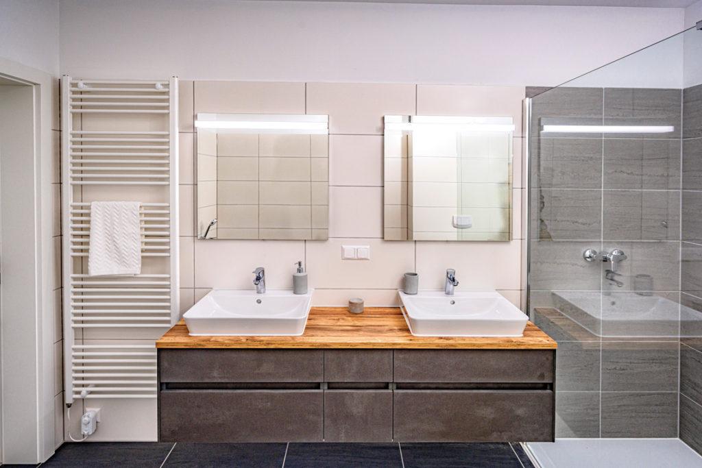 Exklusives Designerbadmöbe, fertig montiert bei Übergabe