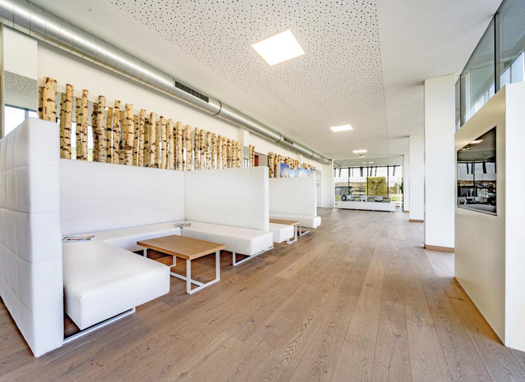 Lounge im Verkaufs- & Ausstattungszentrum